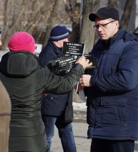 Одиночный пикет антимайданана митинге 1 марта в Екатеринбурге 4