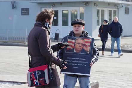 Одиночный пикет антимайданана митинге 1 марта в Екатеринбурге 5